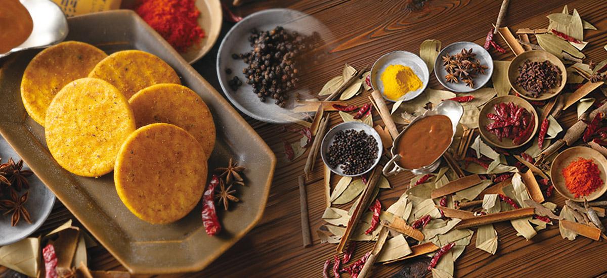 12種類のスパイスをブレンド!蕪村カレー煎餅